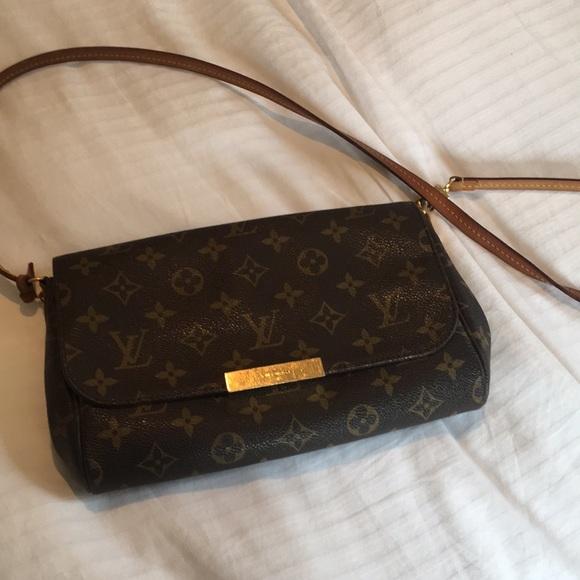 aabef60272 Louis Vuitton Handbags - Louis Vuitton Favorite MM Monogram Clutch